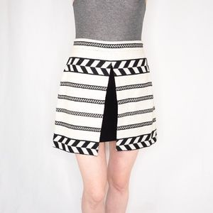 Alice + Olivia Woven DAYSI Front Mini Skirt 6 0674